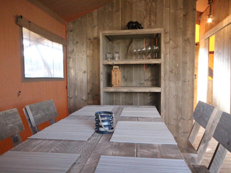 Eettafel safaritent - Camping Naumburg, glamping.nl