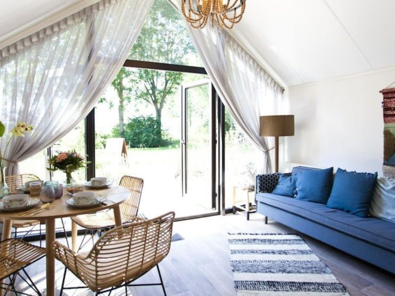 Inrichting woonkamer tiny houses - DroomParken, glamping.nl