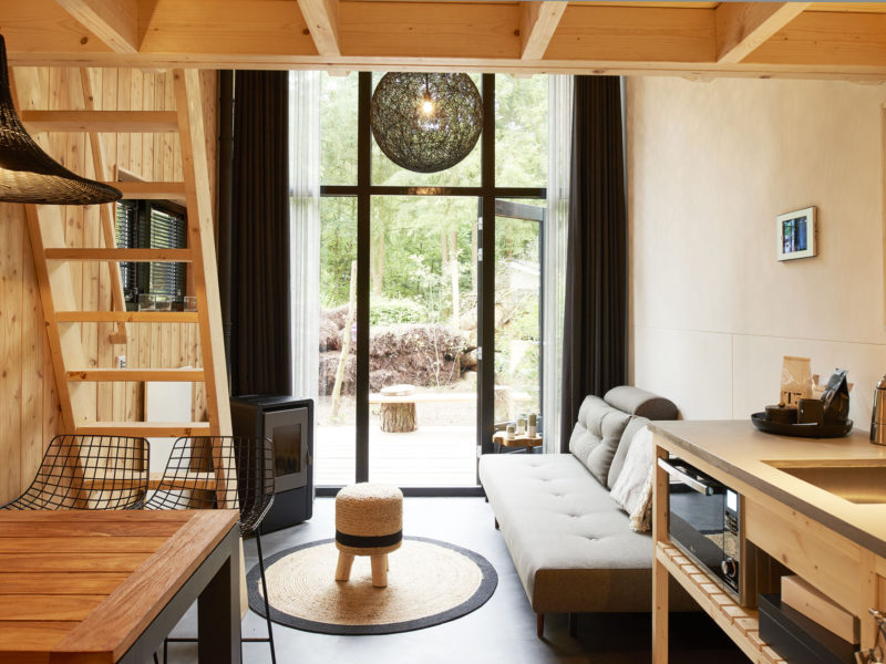 Woonkamer beach house - DroomParken, glamping.nl