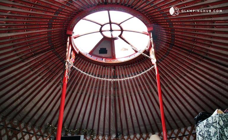 Binnenkant Yurt - Quinta Ecosophia, glamping.nl