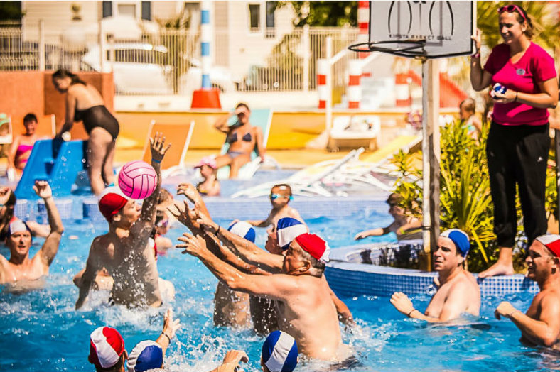 Waterpolo animatie - Le Pearl, glamping.nl