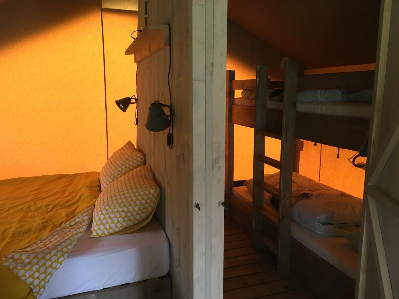 Slaapkamers Safaritent - Camping- & Hertenboerderij De Weerd