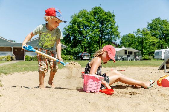 Speeltuin kinderen - Vakantiepark de Twee Bruggen, glamping.nl