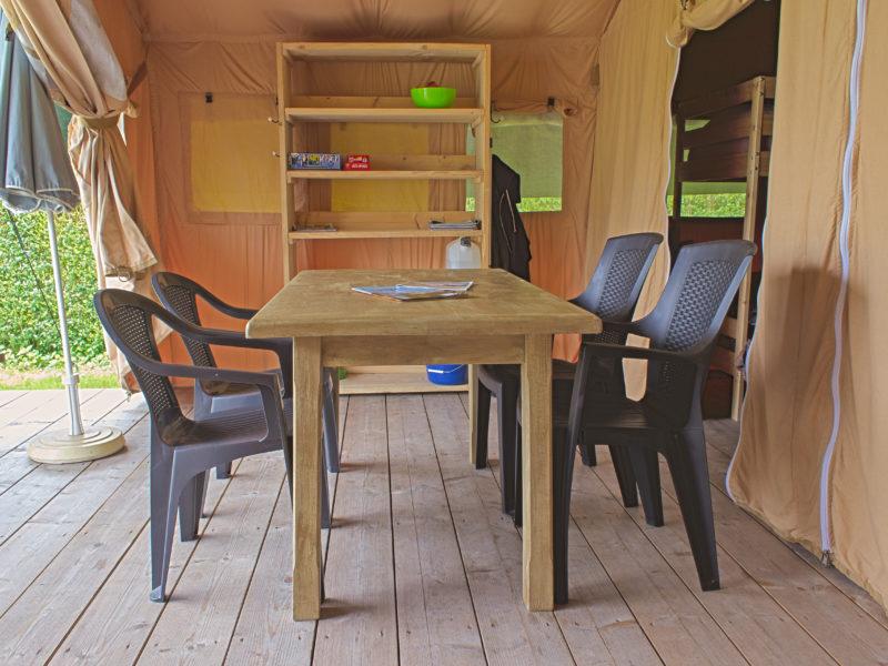 Woonkamer safaritent - Camping de berghoeve, Glamping.nl