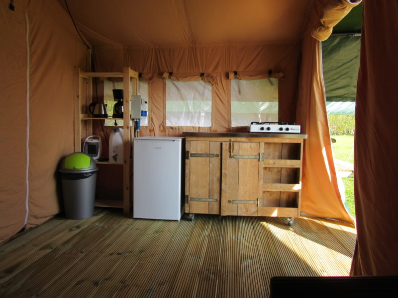 Keuken safaritent - Camping Prima, Glamping.nl