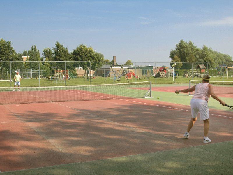 de-scherpenhof-tennisbaan