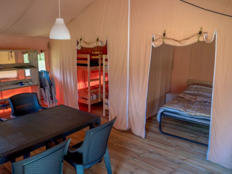Inrichting safaritent - Camping Prima, Glamping.nl