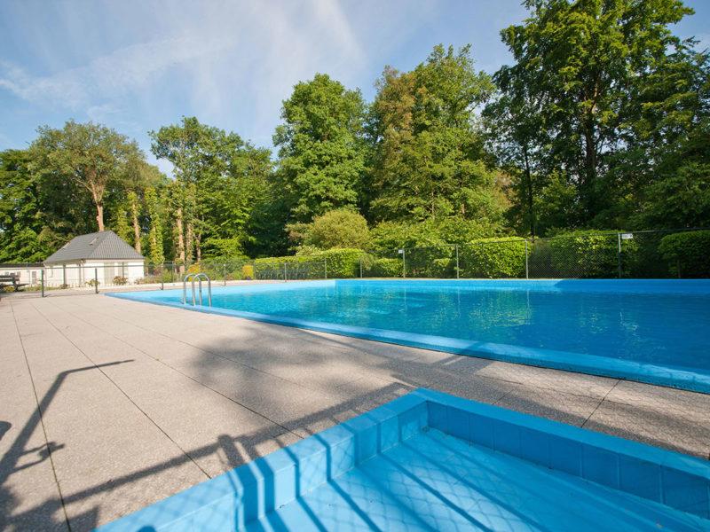 Zwembaden camping Recreatiepark de Wrange, Glamping.nl