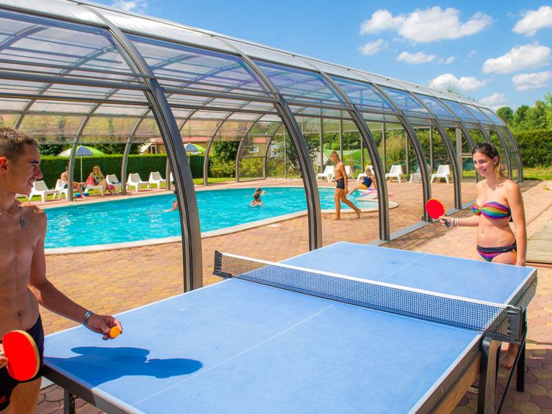 Zwembad + pingpong tafel