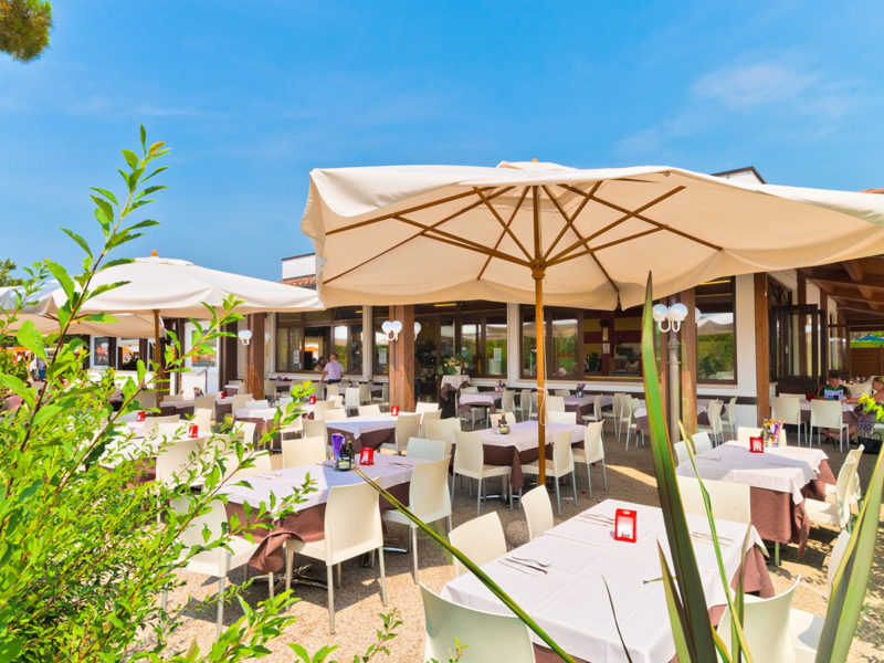 Terras restaurant - Campeggio Del Garda, Glamping.nl