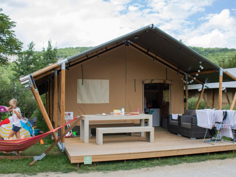 Luxe Villatent XL met sanitair - Villatent La Roche d'Ully, glamping.nl