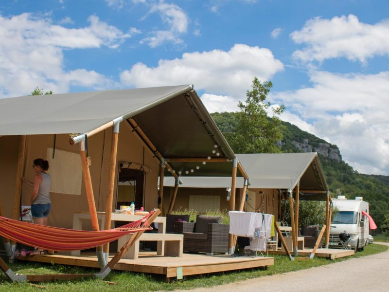 Villatent luxe XL met sanitair - Villatent La Roche d'Ully, glamping.nl