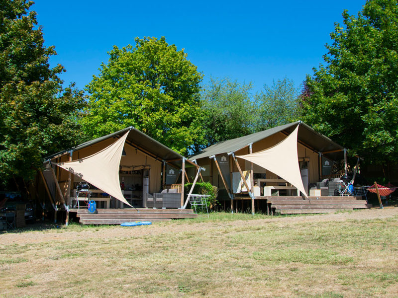 Luxe Villatent XL met sanitair - Le Petit Trianon, Glamping.nl