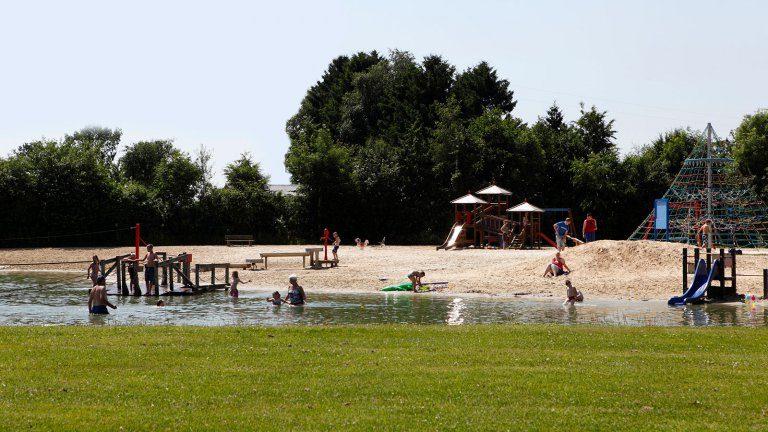 Zwemvijver met strand - De Fruithof, Glamping.nl