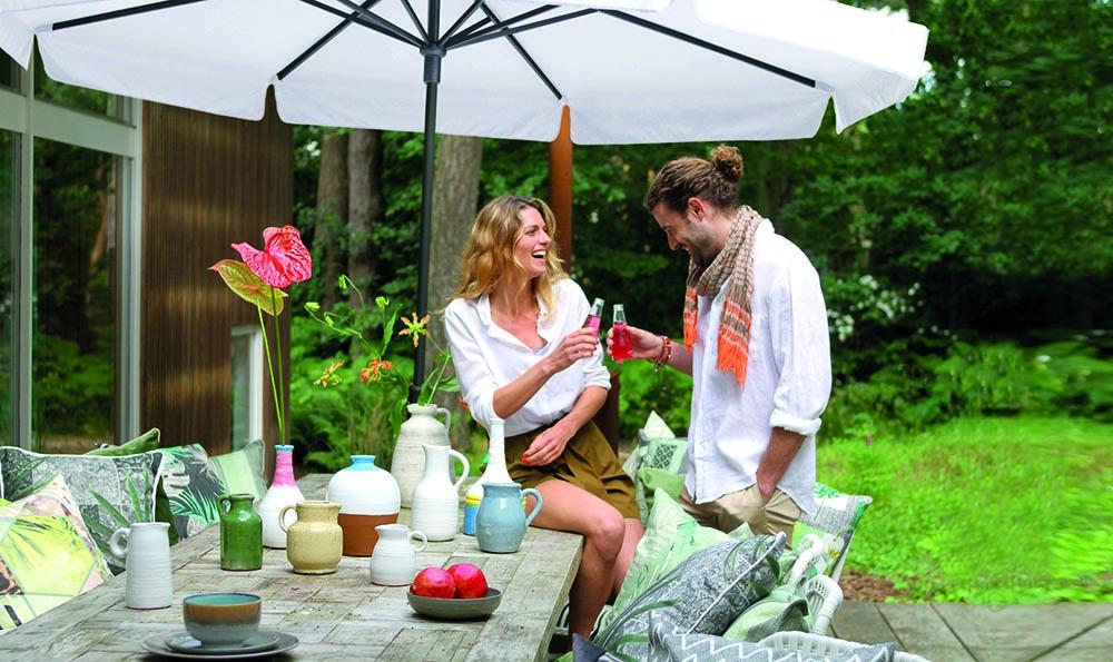 Gedecoreerde tafel - Haal het glampinggevoel naar je eigen tuin