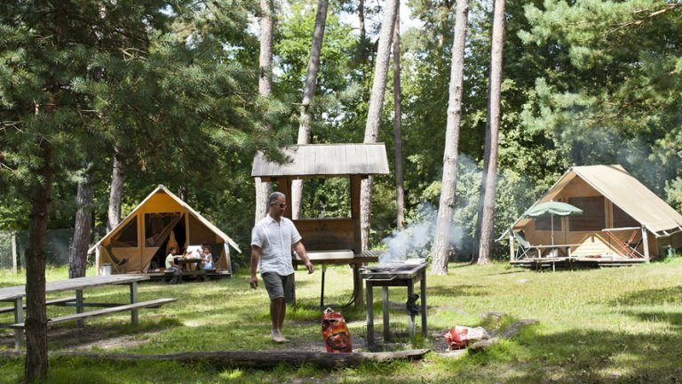 Barbecuen - Huttopia Camping Rambouillet, glamping.nl