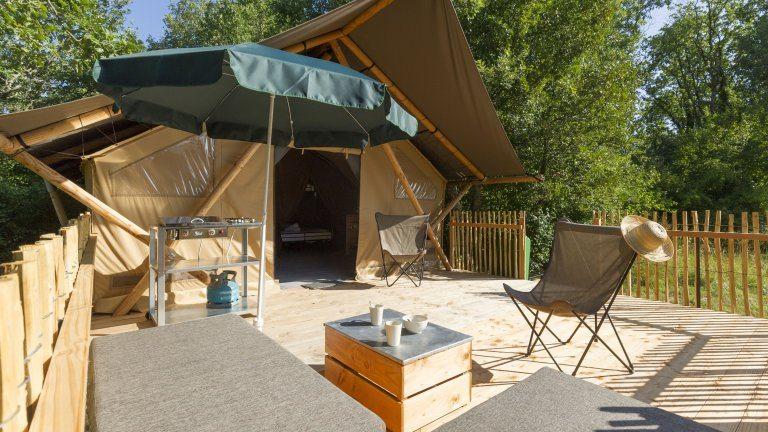 Terras safaritent - Village Sud Ardèche, glamping.nl