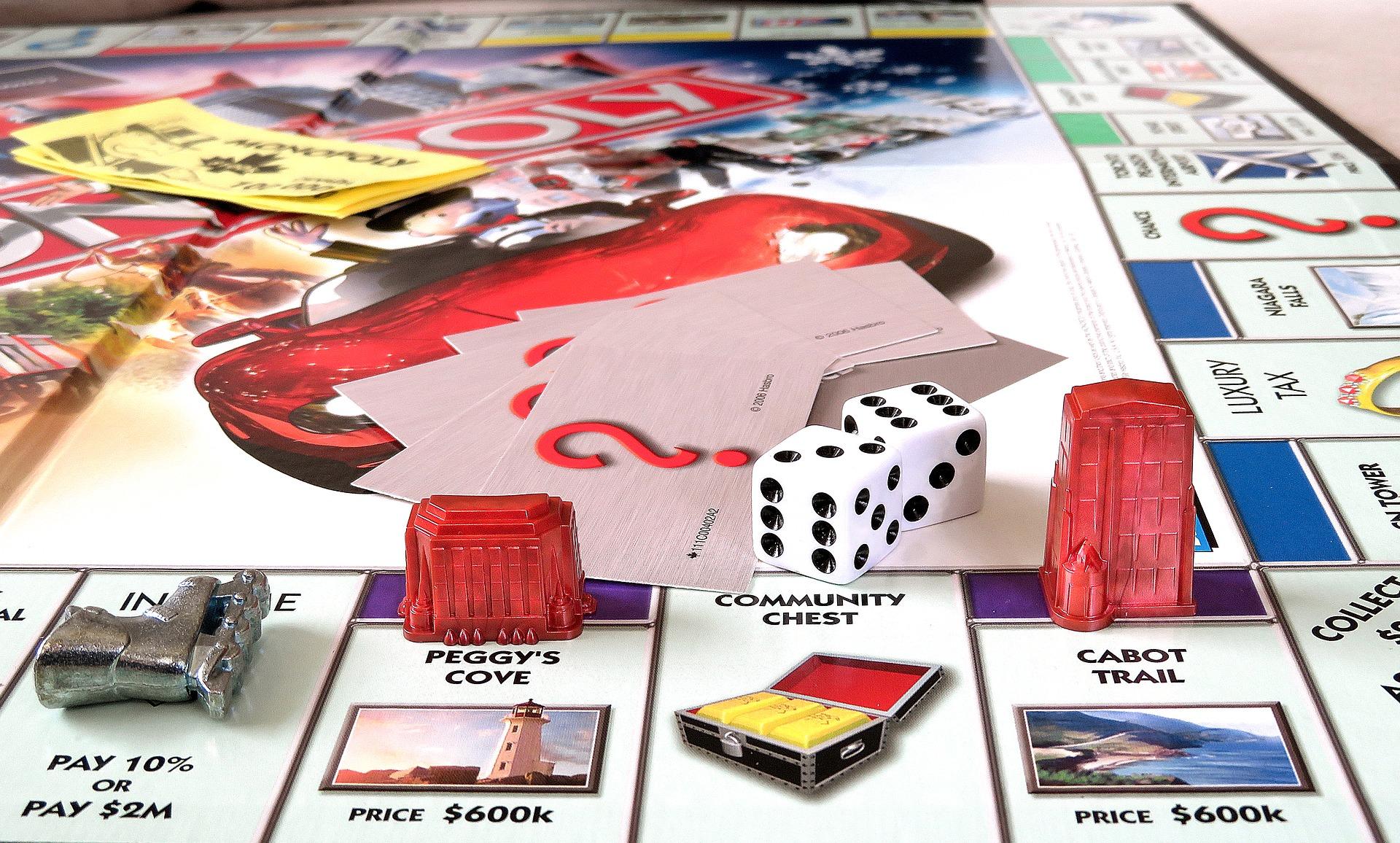 Monopoly - koffer voor een glampingvakantie