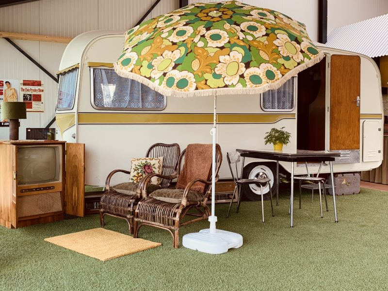 zitje buitenkant - Vintage Vacation - Glamping