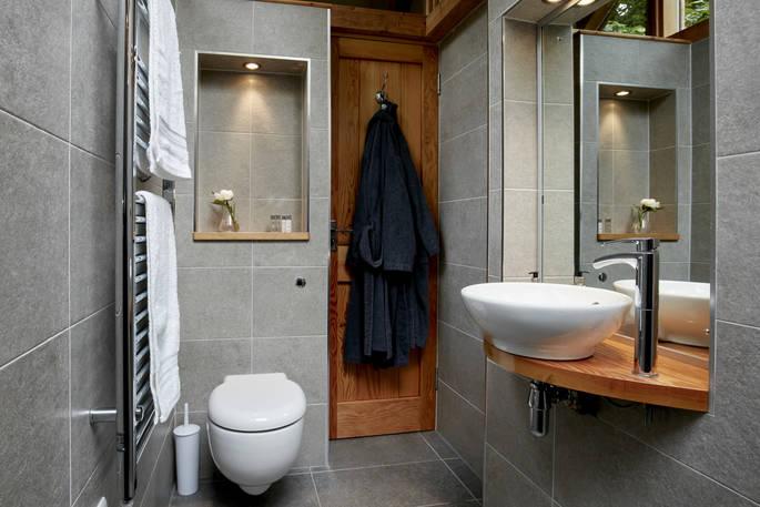 Badkamer Oakdown Treehouse via Glamping.nl