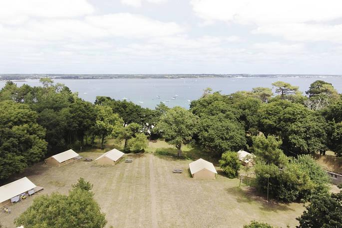 Safaritenten op veld - Bot-Conan Lodge