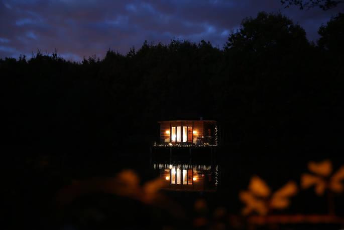 Donker Caru Cabin via Glamping.nl