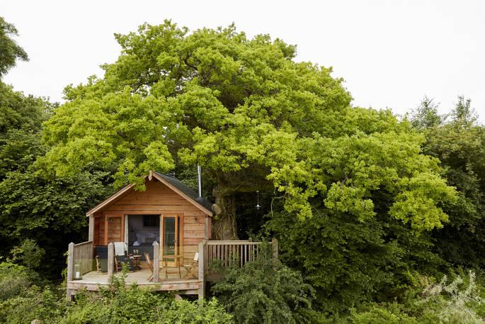Vooraanzicht Oakdown Treehouse via Glamping.nl