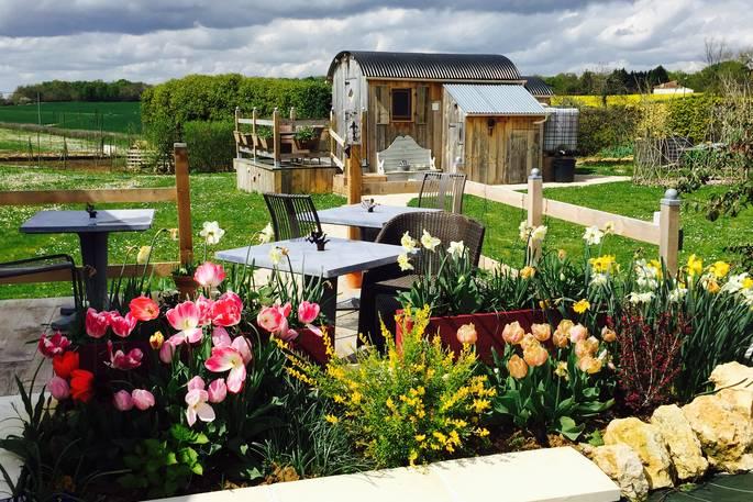 Tuin met bloemen voor cabin - La Cambuse