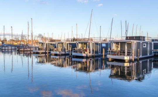 3x Glampen op een woonboot in Nederland