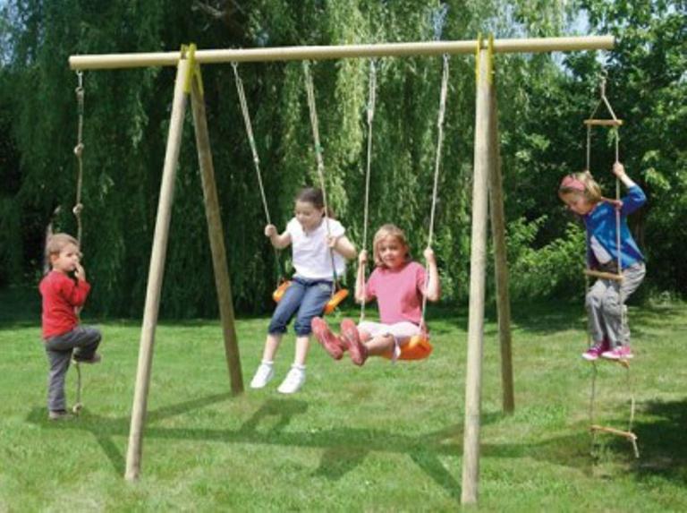 Schommel in speeltuin - Domaine des Hirondelles