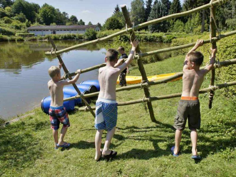 Spelende kinderen - Glamping Donnersberg
