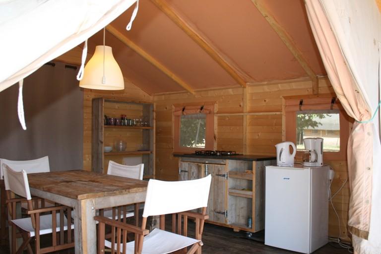 Keuken safaritent - Domaine des Hirondelles