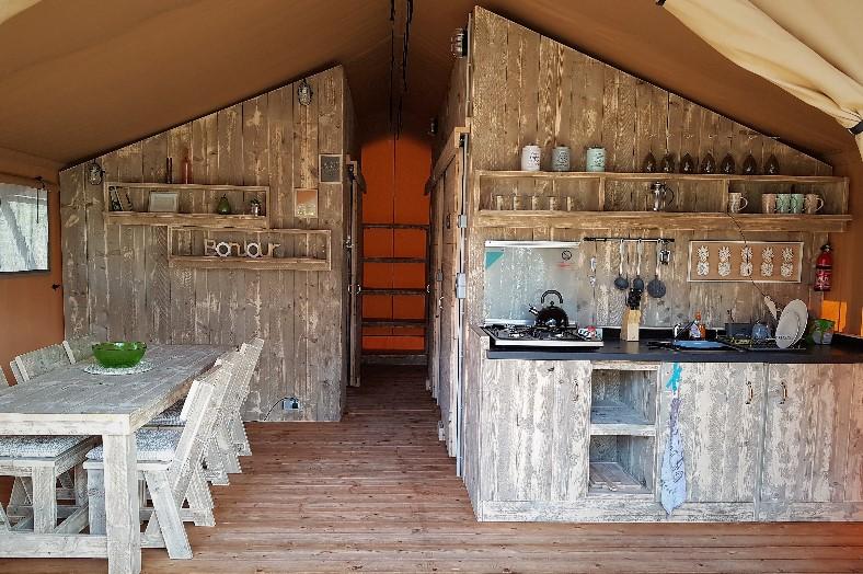Safaritent keuken - La Viola e il Sole - Glamping.nl