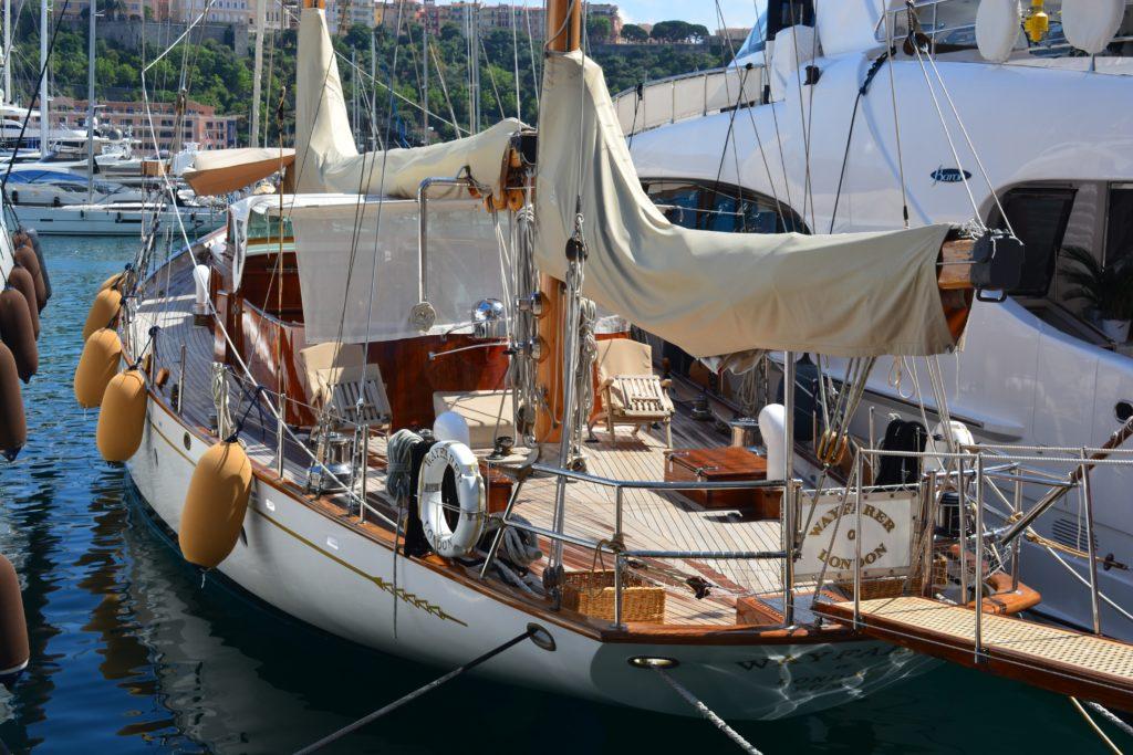 Stap aan boord van een tubberboot voor een week op zee