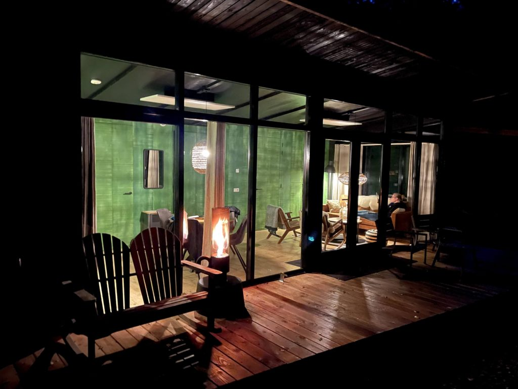 Forest Cabin by night Buitenplaats Beekhuizen